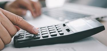 6⽉は「年度更新」の受付開始!労働保険料の申告・納付までの手順と業務をスムーズに進めるコツ
