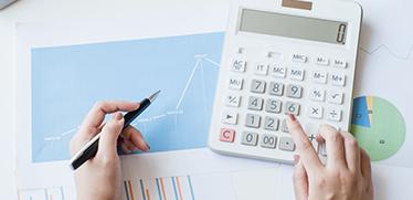 減価償却の基礎知識|減価償却費計算で押さえたい定率法・定額法と会計処理の注意点