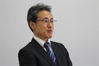 管理理本部 人事管理室 次長 井関泰志