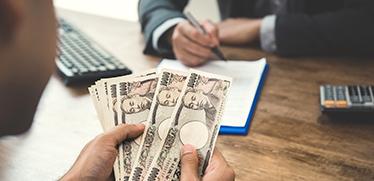 前払い経費の仕訳は「⽴替⾦」?「仮払⾦」? 経費精算時の処理業務を効率化する方法とは